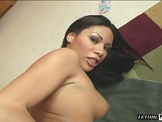 Indicative dark haired nympho makes her juicy ass jump on detect