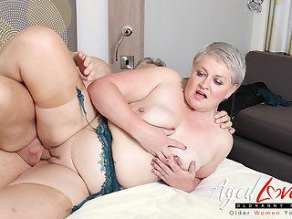 AgedLovE Hot Matured Lady Sucking Big Hard Hawkshaw
