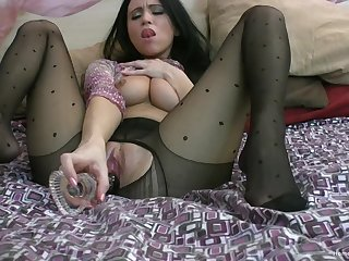 Video of a luring solo model drilling her cunt with a glass dildo