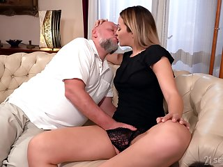 Old baffle rams blonde's young pussy not far from merciless XXX cam scenes