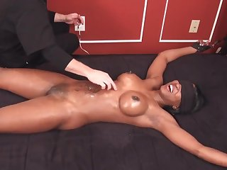 Fetish tickling with blindfolded black woman - Big black confidential