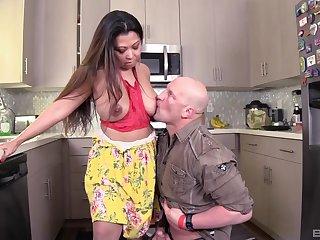 Large ass Asian MILF Krystal Davis enjoys having lovemaking in burnish apply kitchen