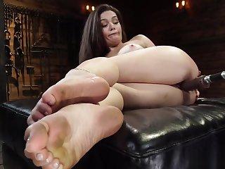 Wet pussy brunette fucking machine